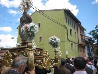 20100504002231-procesion-1.jpg