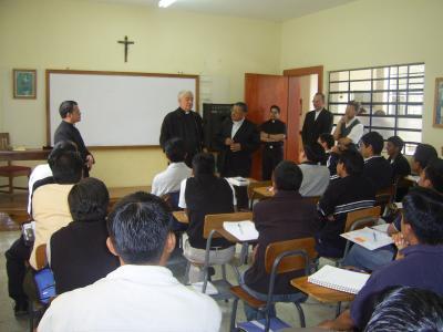 20101002233940-arzobispos-en-el-seminario-1.jpg