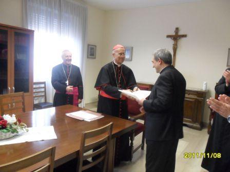 20111108174231-fotos-de-entrega-del-nombramiento-por-cardenal-vertone-002.jpg