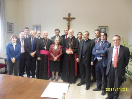 20111108175056-fotos-de-entrega-del-nombramiento-por-cardenal-vertone-012.jpg