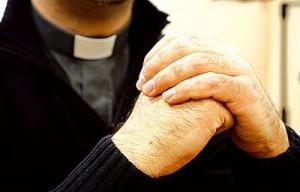 20120127201202-sacerdote-300x192.jpg