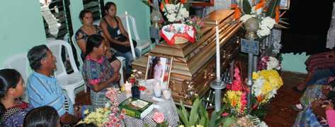 20130910220406-funeral-preima20130910-0182-65.jpg