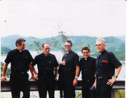 20150819223700-mons.-eduardo-con-sacerdotes.jpg