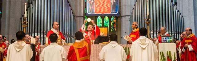 20171022001614-38402-el-cardenal-angelo-amato-ha-presidido-la-beatificacion-de-los-109-claretianos-en-la-sagrada-familia-de-barcelona.jpg